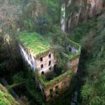 Италия, Сорренто. Заброшенная мельница. Это сооружение в Долине мельниц было покинуто в 1866 году.